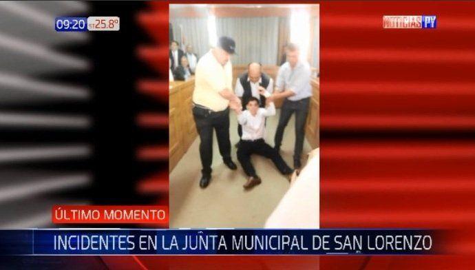 Manifestantes exigieron intervención en Sanlo y se produjo un incidente