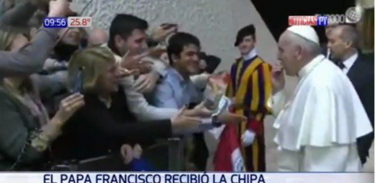 El papa Francisco por fin comió la chipa