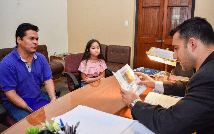 Niña de 10 años registró su libro en Dinapi