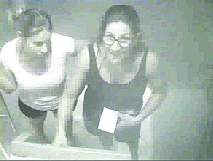 DUPLA FUE PILLADA. Dos mujeres ingresaron al cajero