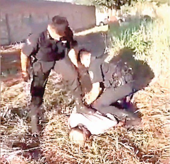 Luz, cámara, acción: Policías atraparon a ladrón que tenía de rehén a doña