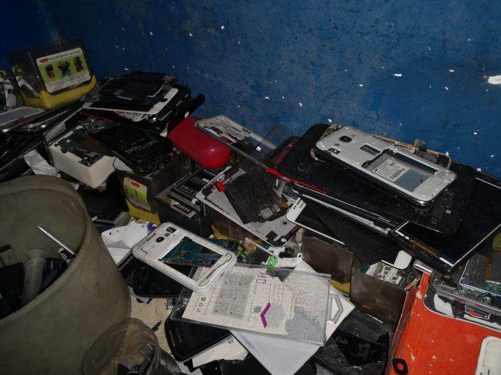Parte de los aparatos encontrados en la Galería San Miguel y Shopping La Divina