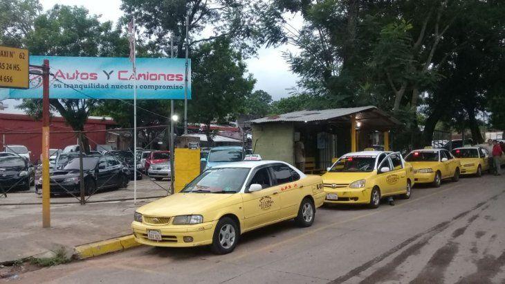 La parada de taxi número 62 de Lambaré es testigo de cientos de anécdotas e historias increíbles.