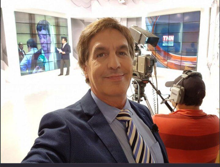 Periodista furioso. Enrique Vargas Peña se mostró muy indignado por las ostentaciones de las modelos.