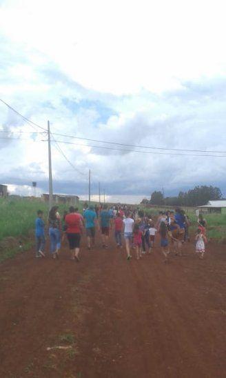 REZO. Fueron hasta el lugar donde fueron encontrados los cuerpos de la niña y su niñera para elevar una oración por el descanso de la menor.