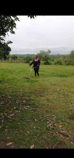 Dengue y serpientes. La profe quería limpiar también por el tema del dengue y espantar a las serpientes que están entre las malezas