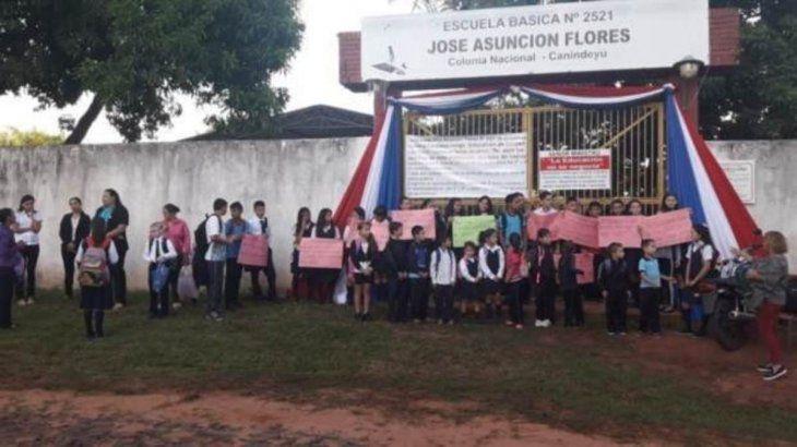 Abdo Benítez inaugura escuela en medio de precariedad del sistema educativo