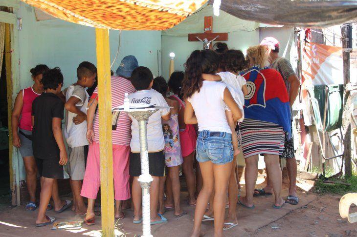 Una gran cantidad de niños fueron a dar el adiós a Andreita.