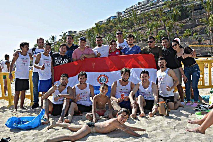La bandera paraguaya flameó con mucha fuerza en Gran Canaria. Foto: Página Oficial PikiVóley España.