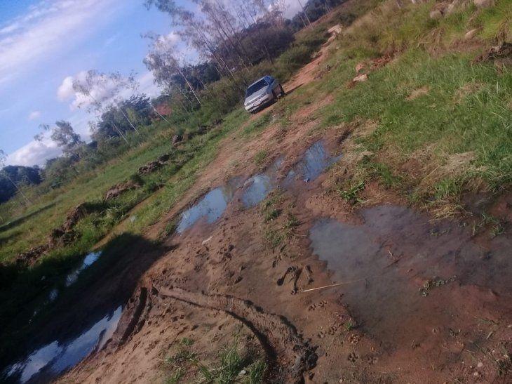 Camino en pésimo estado impide llegar a escuela de Ypané