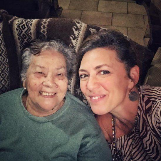 Doña Celia Gómez con su sobrina