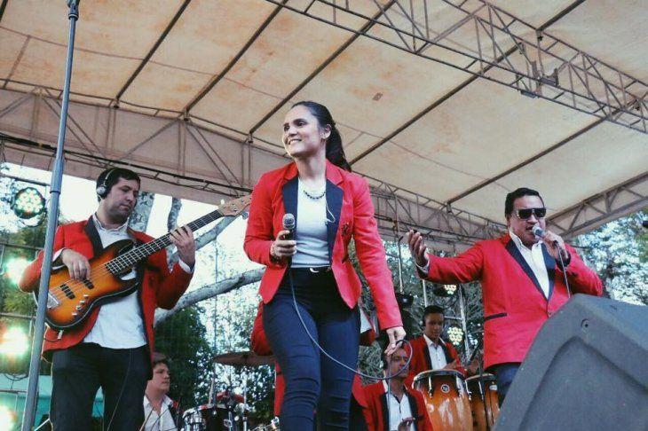 Ara comentó que su abuelo quiere grabar una canción con ella. Ya compartieron escenario en varios conciertos de la leyenda viviente de la música paraguaya.