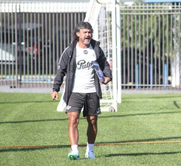 Leonel ya no es director técnico del club Libertad.