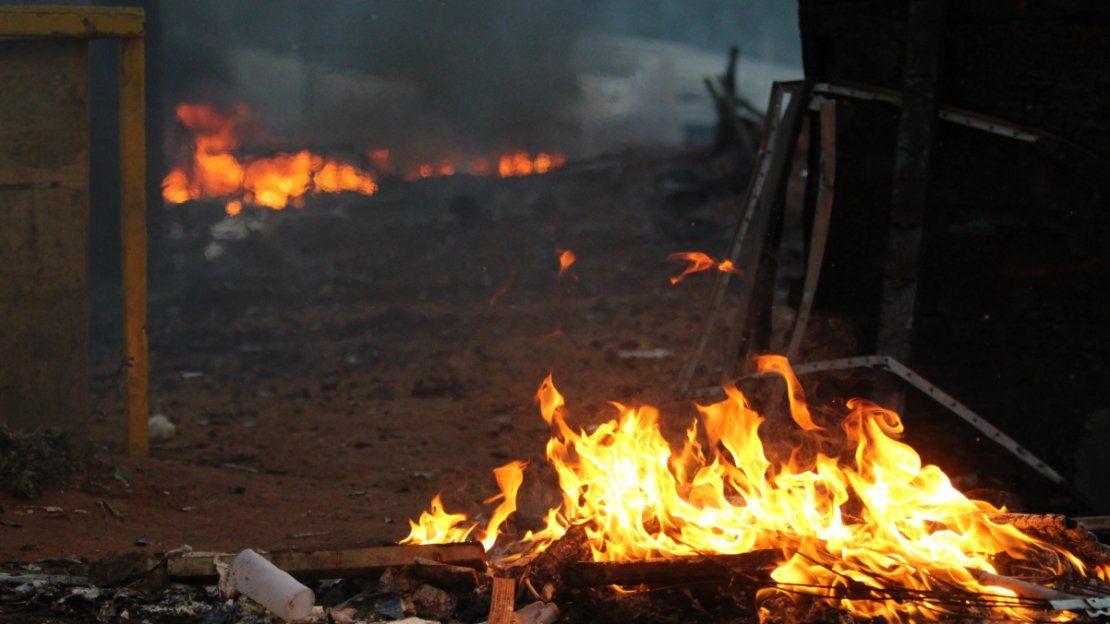 FUEGO. Muchas casas fueron consumidas por el fuego.