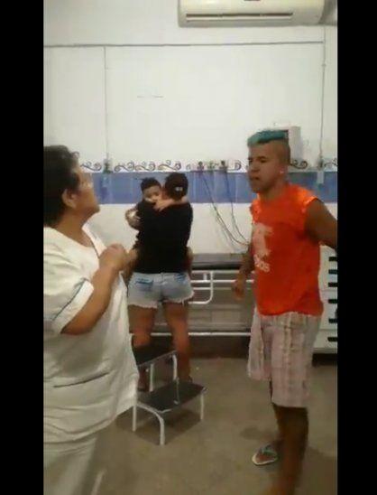 Maltrató a enfermera: Limpiabaños nomás es