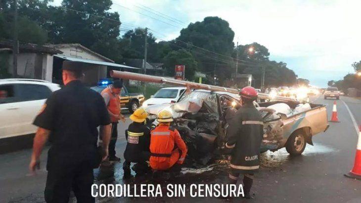 Dos vehículos chocaron de frente en Caacupé y un conductor falleció