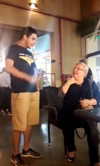 Abuela vapeó y se volvió viral
