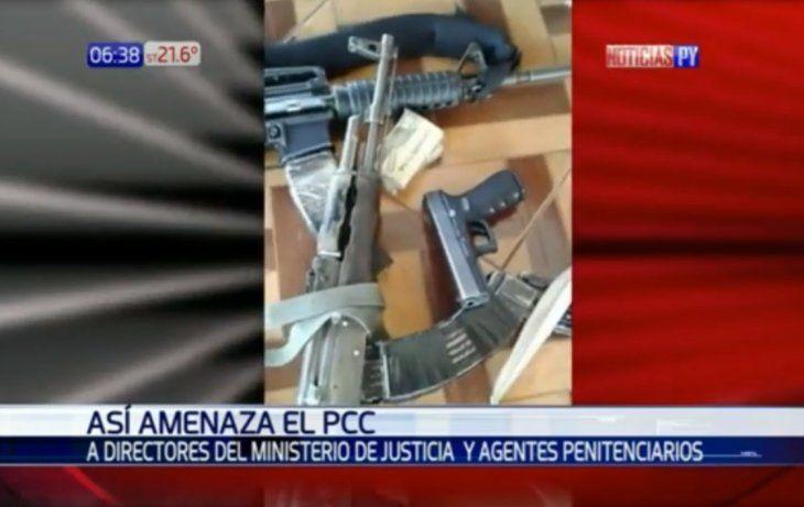 Mostrando fusiles amenazaron a los jefes de las cárceles.