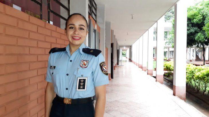 Elsa obtuvo las mejores calificaciones y se convirtió en la líder de todos los cadetes de la Academia.