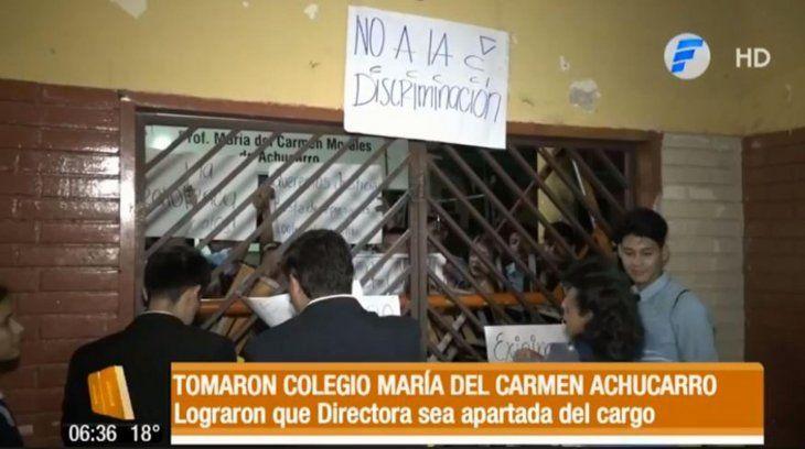 Estudiantes tomaron por cinco horas la institución.
