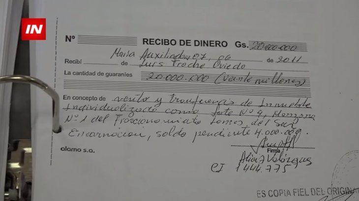 Un recibo común de la transacción de Luis Troche con Alicia Velázquez.