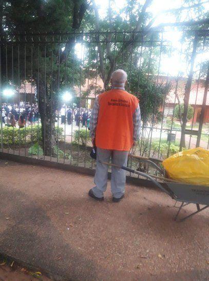 Abuelo patriota: Me decían: cuando suene el himno, cantá