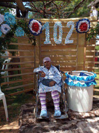 Enfermera de la Guerra del Chaco festejó sus 102 años