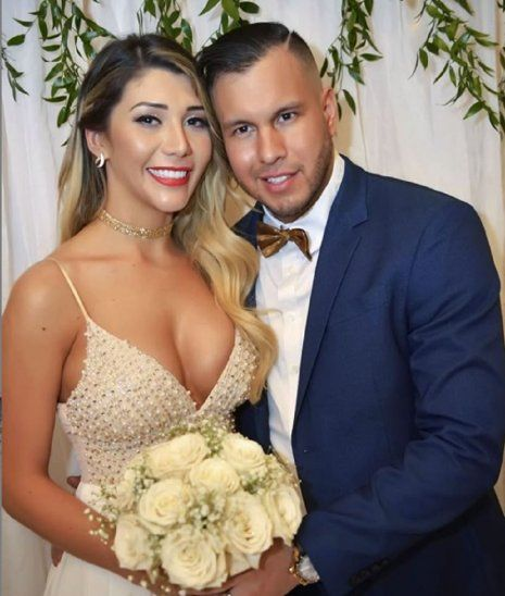 Cuerona felizmente casada. Raquel con su esposo Javier