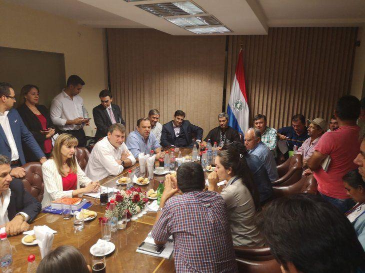 Se reunieron con Marito Abdo y demás autoridades.