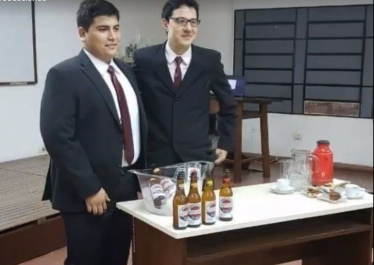 Tobías Salinas y Julio Ríos defendieron la tesis el martes ¡Sacaron 5 felicitado!