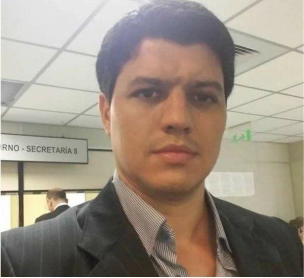 Gómez en un ataque de celos quemó la camioneta de su exesposa quien en ese entonces trabajaba en la EBY.