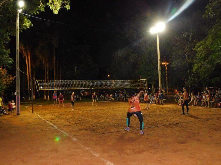La Plaza Bar del barrio Niño Jesús de Hernandarias es conocida por sus torneos de vóley.
