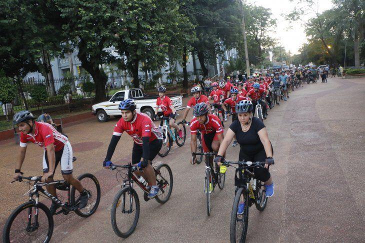 Ciclistas de todo el país lamentan la pérdida del joven. Piden respeto a los que van en dos ruedas.
