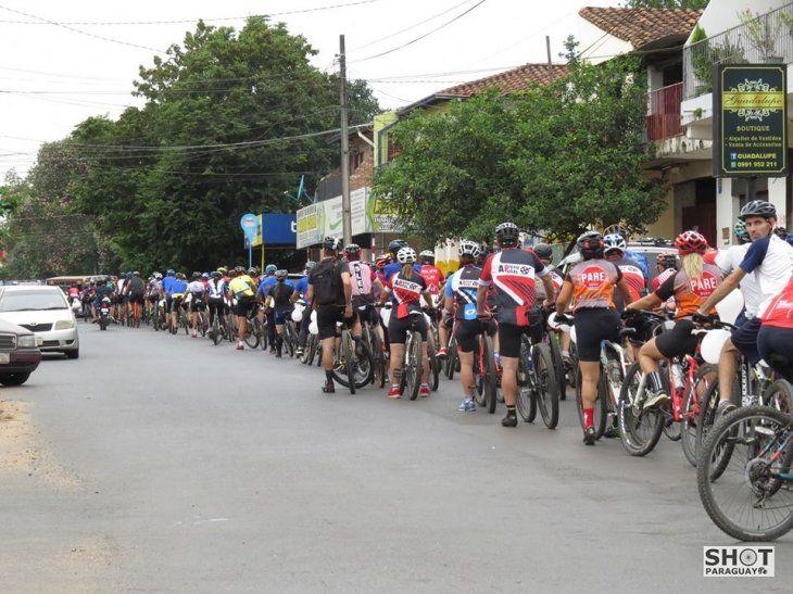 Ciclista falleció por culpa de los autos mal estacionados