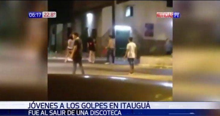 Mujeres y hombres se agarraron a los golpes en pleno centro de la ciudad de Itauguá.