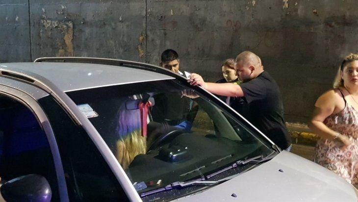 La mujer fue encontrada durmiendo en su auto. (imagen ilustrativa)