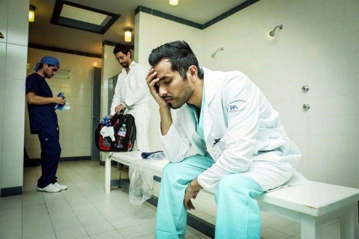 Durante un mes los cuatro médicos residentes tuvieron que soportar todo tipo de situaciones que los llenaba de vergüenza.