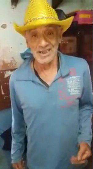 El abuelo Ramón cantando a su máximo ídolo.