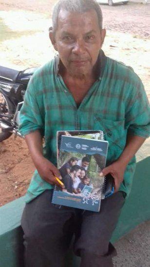 Ejemplo de vida: Don de 50 años asiste a la escuela