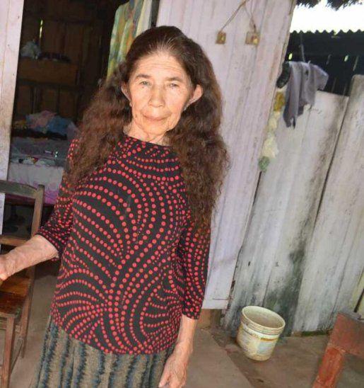 Doña Ascensión Lugo (74) asegura que tiene un arma porque ya entraron a su casa a robarle 4 veces.
