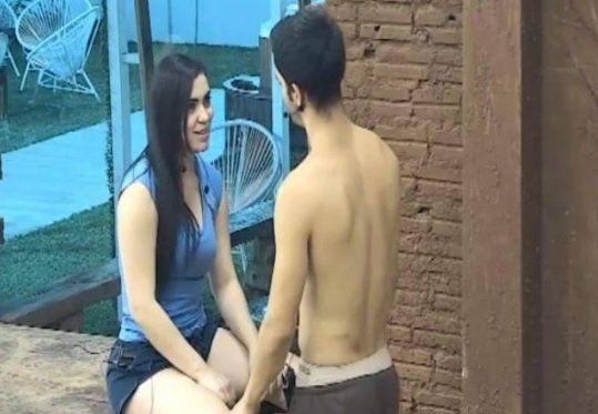 Rodrigo inició una relación con la modelo Ana Laura Chamorro en Mundos Opuestos. El morochón había dicho que buscaba enamorarse y perder la virginidad. La cuerona dijo que terminó desilusionada.