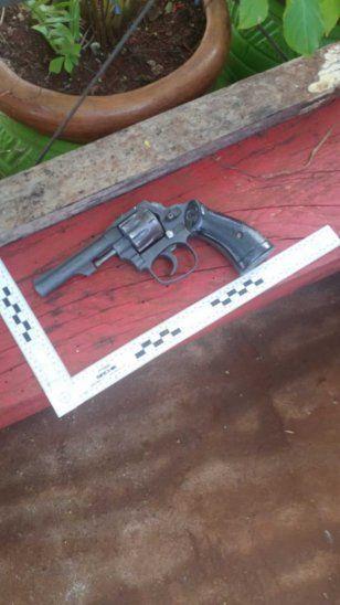 El arma que fue incautada de su poder por los uniformados de la Comisaría 52.