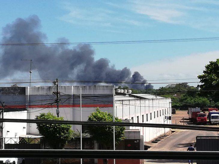El fuego consumió documentos y muebles.