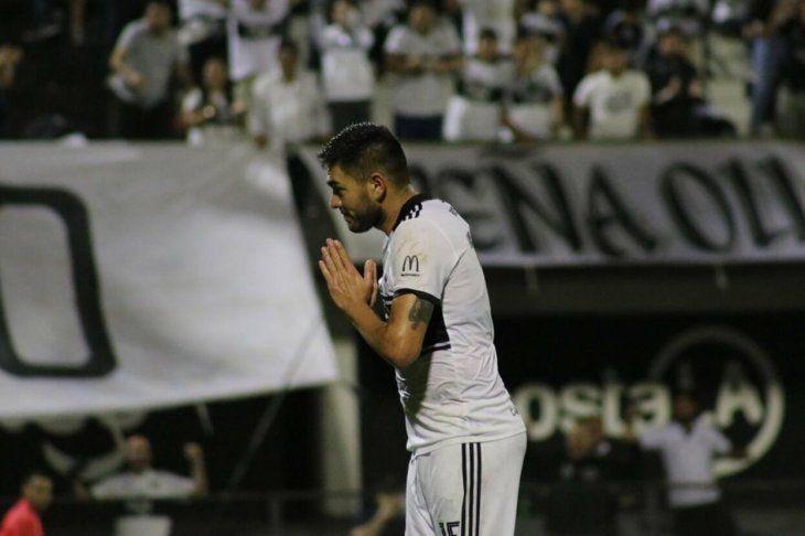 Por un lado pidió perdón y, por el otro, Ortega festejó su gol