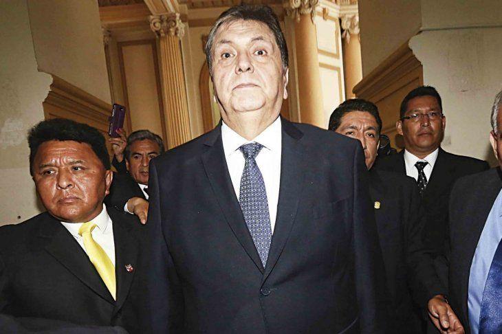Expresidente de Perú intentó suicidarse para no ir preso