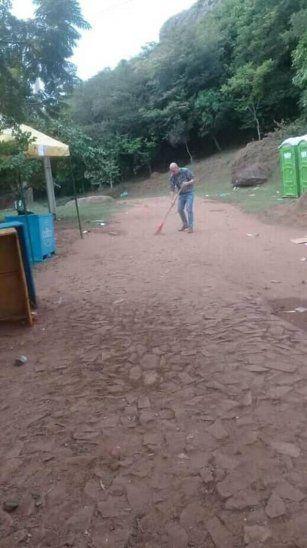 Intendente de Yaguarón juntó la basura que dejaron los visitantes el Viernes Santo