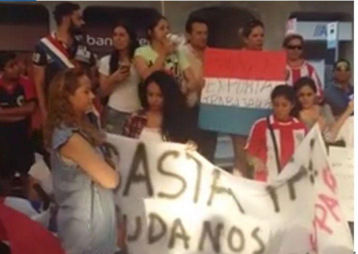 Paraguayos en Barcelona realizarán también una manifestación exigiendo el desbloqueo de las listas sábanas. Foto: Paraguayos sin frontera