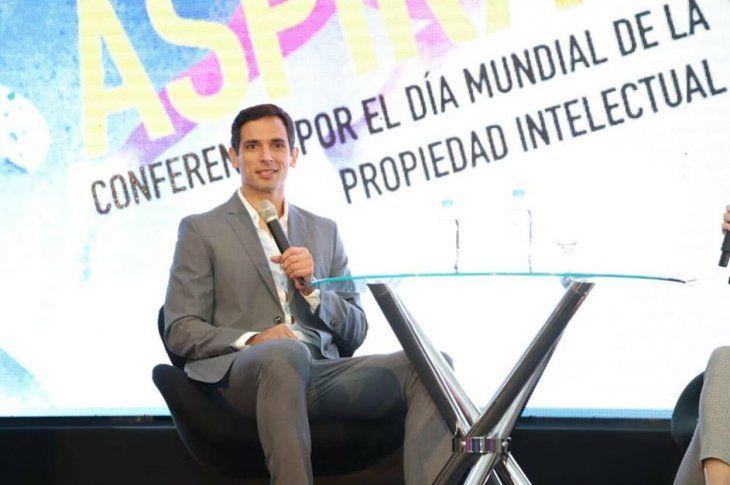 Roque Santa Cruz participó en una conferencia y fue sensación.
