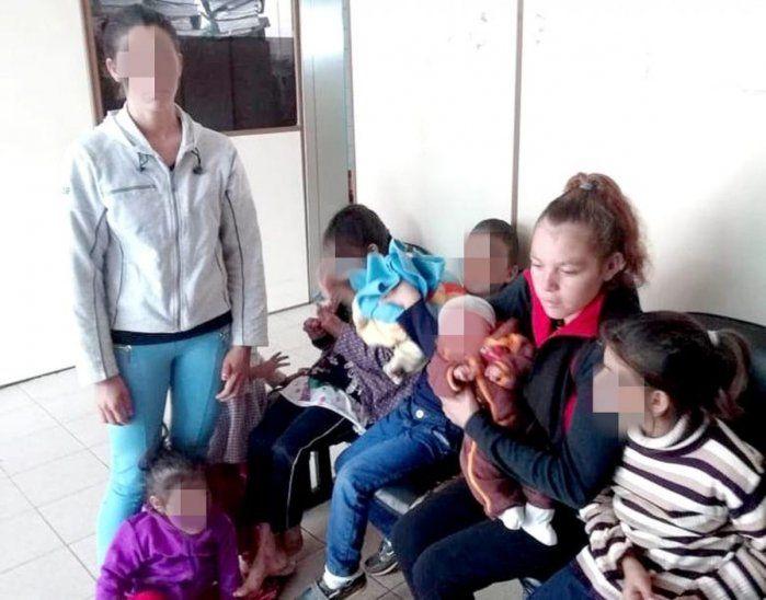 Cinco hermanitos quedaron huérfanos. La mayor de todos se hizo responsable del cuidado.