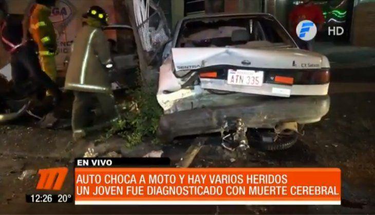 Del auto del conductor se quitaron varias latitas de cerveza.